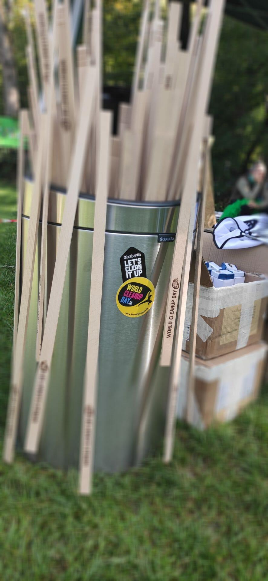 Müllzangen beim WorldCleanupDay 2020 in München
